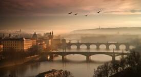 Poetická Praha Charlieho fotografa. Poznejte autora snímků z výstavy Všechny krásy Prahy