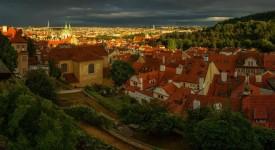 12 nejkrásnějších srpnových fotek. Čekání na déšť a rozpálená Praha