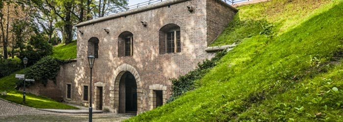 Pro vstup do vyšehradského podzemí slouží postranní vchody Cihelné brány - Foto: Národní kulturní památka Vyšehrad