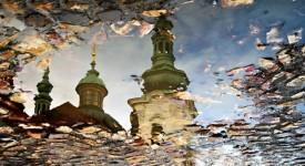 Praha v odrazech. Podívejte se na sérii originálních fotografií Michaely Vobořilové