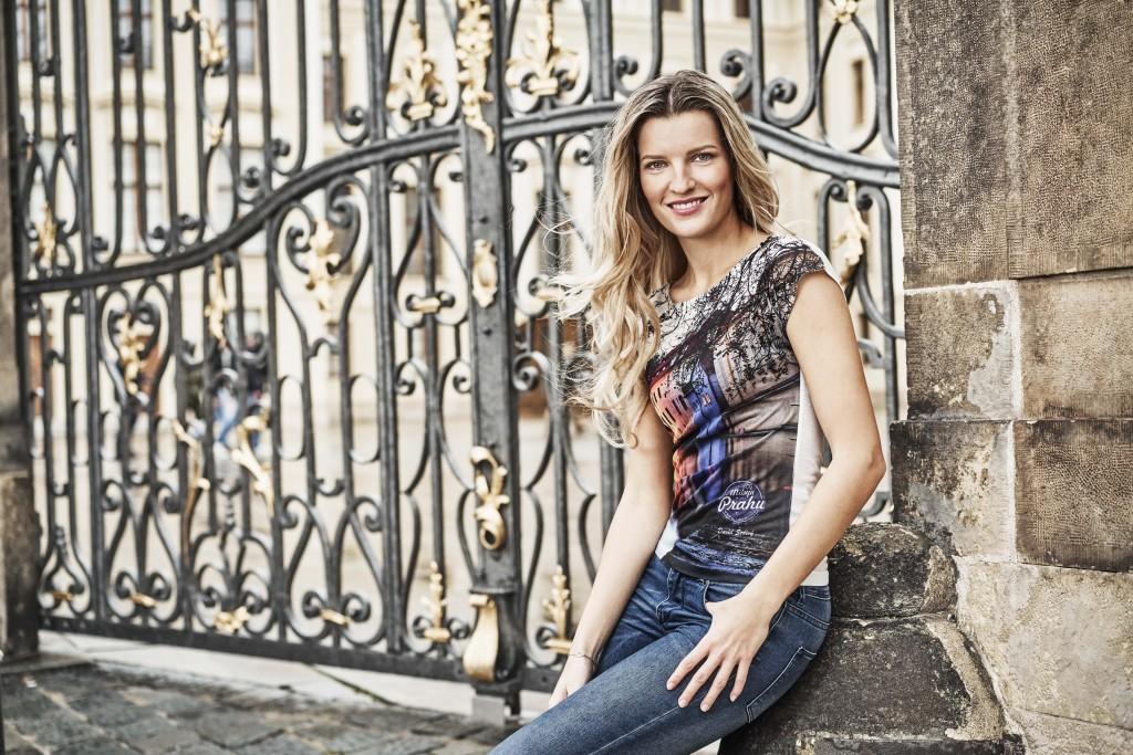 Modelka: Veronika Chmelířová; Vizážistka Markéta Machačová; Produkce Jana Jabůrková, David Černý, Jakub Liška; Foto: Jiří Turek