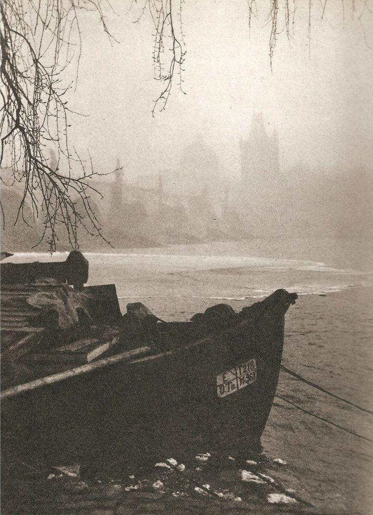 Pražská zima v roce 1925 - Foto: Jan Lausmann 1901 - 1991) Winter Prague 1925