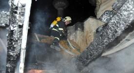 FOTKY A VIDEA. Střecha Národního muzea v plamenech. Zasahovalo 12 hasičských jednotek