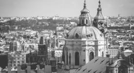 Černobílá krása zimní Prahy objektivem fotografa Aleše Náhlého
