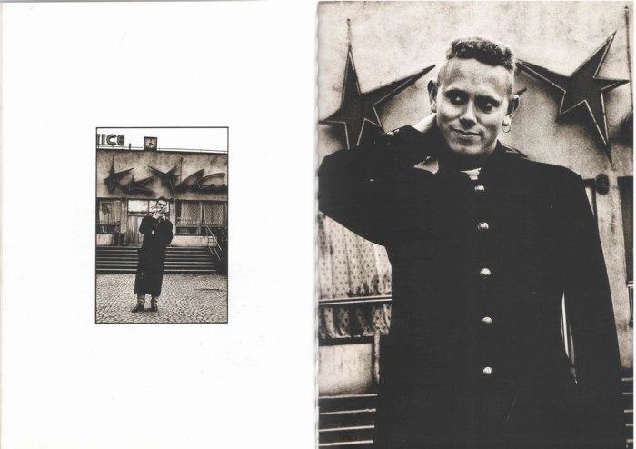 Depeche Mode před zimním stadionem Štvanice- Foto: Anton Corbijn (1988)