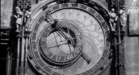 TAJEMSTVÍ ORLOJE. Sošky na starobylém astrolábu nejsou původní. Co na nich autor změnil?