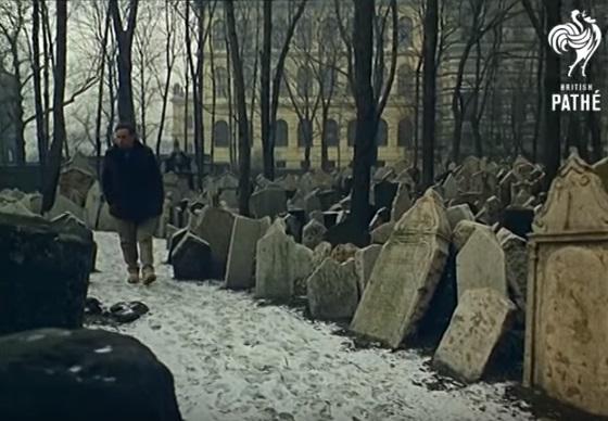 Židovský hřbitov - Repro z British Pathé (1967)