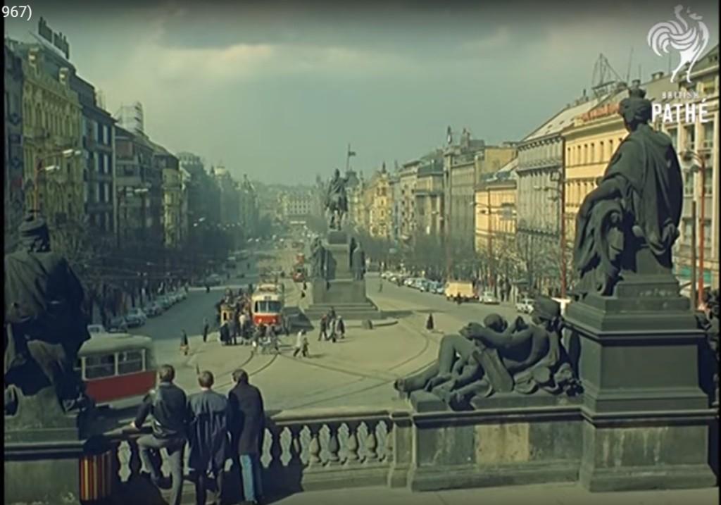 Tramvaje na Václaváku - Repro z British Pathé (1967)