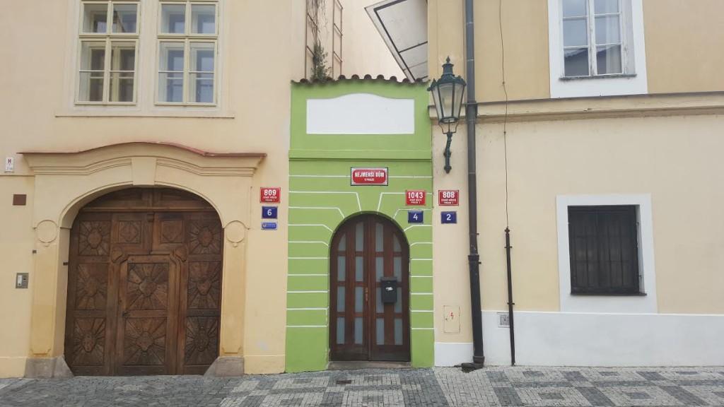 Nejmenší pražský dům stojí v Anežské ulici nedaleko Anežského kláštera. - Foto: David Černý