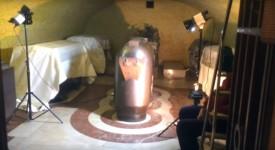 UNIKÁTNÍ ZÁBĚRY! Podívejte se, jak se gruntuje hrobka Karla IV.
