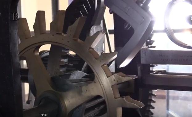 hodiny z videa 1