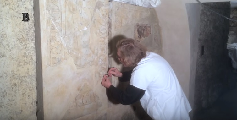 Restaurátoři a památkáři opravují sarkofágy, ale i zdivo královské hrobky. Foto: Jaroslav Mareš, Badatele.net
