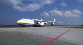 Foto a video: Největší letadlo světa přistálo na pražském letišti