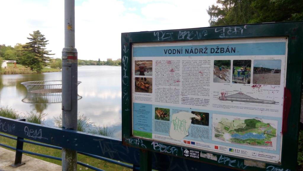 Informační cedule vodní nádrže Džbán. - Foto: Martin Dobrovodský
