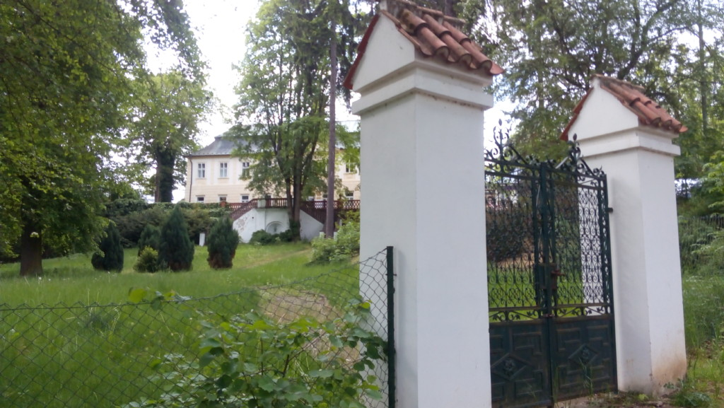 Hospodářský dvůr a zámek Jenerálka. - Foto: Martin Dobrovodský