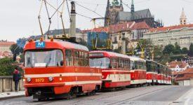 MAZAČKA JEDE DO NEMOCNICE. Pražské tramvajové koleje osiří…