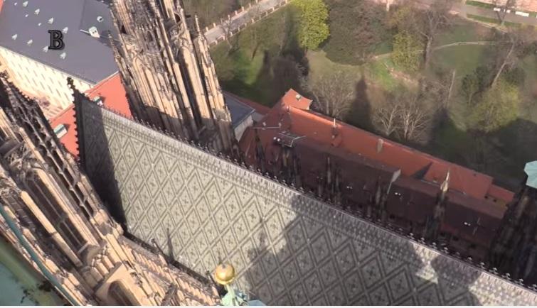 Pohled na střechu novogotické dostavby katedrály svatého Víta - Foto: Jaroslav Mareš - badatele.net