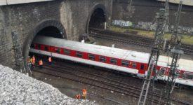 Na Hlavním nádraží v tunelu vykolejil vlak. Provoz vlaků je značně omezen