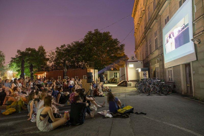 Letní kino Containall - Zdroj: www.containall.cz