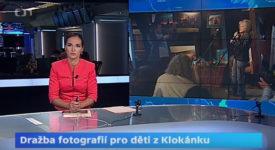 Česká televize odvysílala reportáž z aukce fotografií z výstavy Všechny krásy Prahy. Podívejte se