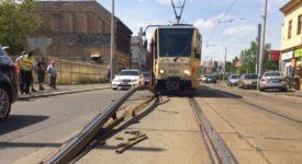 HORKO OHÝBÁ KOLEJE. Tramvajový provoz v Libni se zastavil