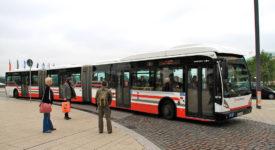 Na letiště jezdí nejdelší autobus v Česku. Měří skoro 25 metrů