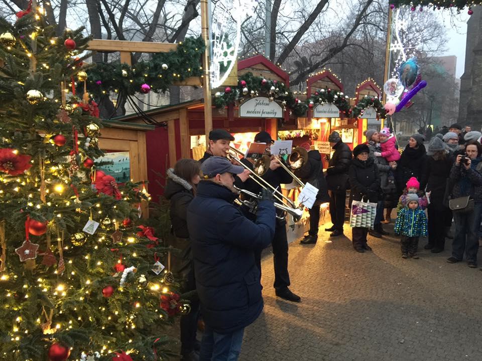 Vánoční trhy na náměstí Míru - Zdroj: Facebook České vánoční, velikonoční a masopustní trhy
