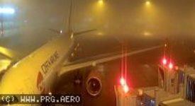 Nouzové přistání letadla v Praze. Na palubě je nahlášena bomba
