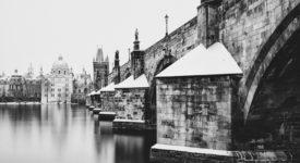 Bílá krása zasněžené Prahy na fotkách Pavola Kmeťa