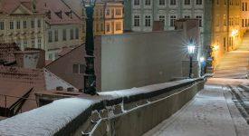 12 nejkrásnějších lednových fotek Prahy. Královna se oblékla do bílého pláště