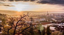 Praha je nejkrásnější ve své každodenní přirozenosti. Při východu a západu slunce