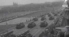 Takhle se v Praze pochodovalo. Podívejte se na unikátní záběry z oslav 1. Máje 1965