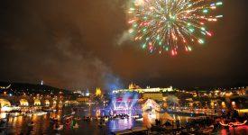Slavnosti NAVALIS nabídnou velkolepý ohňostroj a seskok pěti paragánů u Karlova mostu