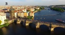 EXKLUZIVNÍ ZÁBĚRY Z DRONU. Takhle jste ještě Karlův most neviděli