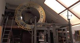 Tajemství rozebraného orloje. 750 částí a částeček stroje leží v Sadské. Snad je dá někdo dohromady