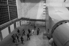 <h3>Vzduchotechnika pod Strahovem</h3><p>Vzduchotechnika dokáže do tunelu přivést filtrovaný vzduch. Za normálních okolností odčerpává z tunelu zplodiny, které jsou poté vypouštěny do vzduchu komínem vedle Strahovského stadionu.  - Foto: Eugen Kukla</p><hr /><a href='http://www.facebook.com/sharer.php?u=https://www.milujuprahu.cz/16-pater-pod-strahovem/' target='_blank' title='Share this page on Facebook'><img src='https://www.milujuprahu.cz/wp-content/themes/twentyten/images/flike.png' /></a><a href='https://plusone.google.com/_/+1/confirm?hl=en&url=https://www.milujuprahu.cz/16-pater-pod-strahovem/' target='_blank' title='Plus one this page on Google'><img src='https://www.milujuprahu.cz/wp-content/themes/twentyten/images/plusone.png' /></a><a href='http://www.pinterest.com/pin/create/button/?url=https://www.milujuprahu.cz&media=https://www.milujuprahu.cz/wp-content/uploads/2013/11/1463967_10200870975912147_554287857_n.jpg&description=Next%20stop%3A%20Pinterest' data-pin-do='buttonPin' data-pin-config='beside' target='_blank'><img src='https://assets.pinterest.com/images/pidgets/pin_it_button.png' /></a>