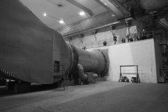 <h3>Vzduchotechnika</h3><p>Tato vzduchotechnika zajišťuje vzduch v případě, že se tunel změní v kryt. V mírových dobách naopak vyhání zplodiny z tunelu ven - Foto: Eugen Kukla</p><hr /><a href='http://www.facebook.com/sharer.php?u=https://www.milujuprahu.cz/16-pater-pod-strahovem/' target='_blank' title='Share this page on Facebook'><img src='https://www.milujuprahu.cz/wp-content/themes/twentyten/images/flike.png' /></a><a href='https://plusone.google.com/_/+1/confirm?hl=en&url=https://www.milujuprahu.cz/16-pater-pod-strahovem/' target='_blank' title='Plus one this page on Google'><img src='https://www.milujuprahu.cz/wp-content/themes/twentyten/images/plusone.png' /></a><a href='http://www.pinterest.com/pin/create/button/?url=https://www.milujuprahu.cz&media=https://www.milujuprahu.cz/wp-content/uploads/2013/11/1467472_10200871438443710_161276470_n.jpg&description=Next%20stop%3A%20Pinterest' data-pin-do='buttonPin' data-pin-config='beside' target='_blank'><img src='https://assets.pinterest.com/images/pidgets/pin_it_button.png' /></a>