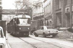 <h3>Tramvaj v ulici 28. října</h3><p>V roce 1985 projíždí tramvaj číslo tři ulicí 28. října. Ten samý rok zde byla trať zrušena a vybudována pěší zóna. - (Foto: autor neznámý)</p><hr /><a href='http://www.facebook.com/sharer.php?u=https://www.milujuprahu.cz/tady-byste-tramvaj-necekali/' target='_blank' title='Share this page on Facebook'><img src='https://www.milujuprahu.cz/wp-content/themes/twentyten/images/flike.png' /></a><a href='https://plusone.google.com/_/+1/confirm?hl=en&url=https://www.milujuprahu.cz/tady-byste-tramvaj-necekali/' target='_blank' title='Plus one this page on Google'><img src='https://www.milujuprahu.cz/wp-content/themes/twentyten/images/plusone.png' /></a><a href='http://www.pinterest.com/pin/create/button/?url=https://www.milujuprahu.cz&media=https://www.milujuprahu.cz/wp-content/uploads/2013/11/28-rijna.jpg&description=Next%20stop%3A%20Pinterest' data-pin-do='buttonPin' data-pin-config='beside' target='_blank'><img src='https://assets.pinterest.com/images/pidgets/pin_it_button.png' /></a>