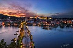 <h3>Karlův západ slunce</h3><p>Marek Kijevský: Jeden z nejkrásnějších západů slunce jaký jsem v Praze zažil. Bohužel jsem nemohl použít stativ, nicméně kamenný obklad Staroměstské mostecké věže postačil.</p><hr /><a href='http://www.facebook.com/sharer.php?u=https://www.milujuprahu.cz/marek-kijevsky-zabalil-prahu-do-modre/' target='_blank' title='Share this page on Facebook'><img src='https://www.milujuprahu.cz/wp-content/themes/twentyten/images/flike.png' /></a><a href='https://plusone.google.com/_/+1/confirm?hl=en&url=https://www.milujuprahu.cz/marek-kijevsky-zabalil-prahu-do-modre/' target='_blank' title='Plus one this page on Google'><img src='https://www.milujuprahu.cz/wp-content/themes/twentyten/images/plusone.png' /></a><a href='http://www.pinterest.com/pin/create/button/?url=https://www.milujuprahu.cz&media=https://www.milujuprahu.cz/wp-content/uploads/2013/11/Charles-Sunset.jpg&description=Next%20stop%3A%20Pinterest' data-pin-do='buttonPin' data-pin-config='beside' target='_blank'><img src='https://assets.pinterest.com/images/pidgets/pin_it_button.png' /></a>