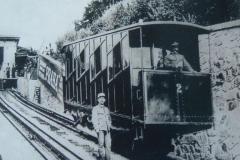 <h3>Vagon lanovky na Letnou</h3><p>Lanovka na Letnou naposledy vyjela v listopadu 1916. Zbytky zařízení po lanové dráze a eskalátoru zanikly v letech 1949 - 1951 při výstavbě Letenského tunelu.</p><hr /><a href='http://www.facebook.com/sharer.php?u=https://www.milujuprahu.cz/zapomenuta-lanovka-na-letnou/' target='_blank' title='Share this page on Facebook'><img src='https://www.milujuprahu.cz/wp-content/themes/twentyten/images/flike.png' /></a><a href='https://plusone.google.com/_/+1/confirm?hl=en&url=https://www.milujuprahu.cz/zapomenuta-lanovka-na-letnou/' target='_blank' title='Plus one this page on Google'><img src='https://www.milujuprahu.cz/wp-content/themes/twentyten/images/plusone.png' /></a><a href='http://www.pinterest.com/pin/create/button/?url=https://www.milujuprahu.cz&media=https://www.milujuprahu.cz/wp-content/uploads/2013/11/Lanovka_Na_Letnou_V.png&description=Next%20stop%3A%20Pinterest' data-pin-do='buttonPin' data-pin-config='beside' target='_blank'><img src='https://assets.pinterest.com/images/pidgets/pin_it_button.png' /></a>