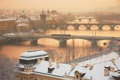 <h3>Mosty</h3><p>Jaromír Chalabala: 'Pohled na pražské mosty nevynechá snad žádný fotograf hlavního města. Je to jedno z nejfotografovanějších míst. Proto jsem se snažil ho vyfotit trochu jinak a tak jsem se na něj opakovaně vracel, dokud jsem nevyčekal to správné světlo v kombinaci s čerstvým sněhem. '</p><hr /><a href='http://www.facebook.com/sharer.php?u=https://www.milujuprahu.cz/a-kdyz-chumeli-tak-jaromir-chalabala-vyrazi-fotit-do-ulic/' target='_blank' title='Share this page on Facebook'><img src='https://www.milujuprahu.cz/wp-content/themes/twentyten/images/flike.png' /></a><a href='https://plusone.google.com/_/+1/confirm?hl=en&url=https://www.milujuprahu.cz/a-kdyz-chumeli-tak-jaromir-chalabala-vyrazi-fotit-do-ulic/' target='_blank' title='Plus one this page on Google'><img src='https://www.milujuprahu.cz/wp-content/themes/twentyten/images/plusone.png' /></a><a href='http://www.pinterest.com/pin/create/button/?url=https://www.milujuprahu.cz&media=https://www.milujuprahu.cz/wp-content/uploads/2013/11/Mosty.jpg&description=Next%20stop%3A%20Pinterest' data-pin-do='buttonPin' data-pin-config='beside' target='_blank'><img src='https://assets.pinterest.com/images/pidgets/pin_it_button.png' /></a>