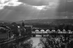 <h3>Slunce protrhalo mraky nad městem</h3><p>Michal Jirák: 'Foceno také od metronomu na Letné. Ten den mě zaujaly paprsky slunce, které procházely skrz protrhané mraky. Pěkná podívaná.'</p><hr /><a href='http://www.facebook.com/sharer.php?u=https://www.milujuprahu.cz/michal-ma-pevnou-ruku-do-mrazivych-noci/' target='_blank' title='Share this page on Facebook'><img src='https://www.milujuprahu.cz/wp-content/themes/twentyten/images/flike.png' /></a><a href='https://plusone.google.com/_/+1/confirm?hl=en&url=https://www.milujuprahu.cz/michal-ma-pevnou-ruku-do-mrazivych-noci/' target='_blank' title='Plus one this page on Google'><img src='https://www.milujuprahu.cz/wp-content/themes/twentyten/images/plusone.png' /></a><a href='http://www.pinterest.com/pin/create/button/?url=https://www.milujuprahu.cz&media=https://www.milujuprahu.cz/wp-content/uploads/2013/11/PRAHA_04.jpg&description=Next%20stop%3A%20Pinterest' data-pin-do='buttonPin' data-pin-config='beside' target='_blank'><img src='https://assets.pinterest.com/images/pidgets/pin_it_button.png' /></a>