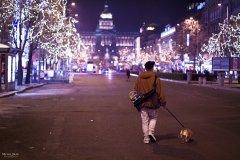 <h3>S kamarádem z Uherského Brodu</h3><p>Michal Jirák: 'Fotka vznikla, když za mnou přijel kamarád Tomáš Kulaja z Uherského Brodu, vzal jsem ho na prohlídku Prahou.'</p><hr /><a href='http://www.facebook.com/sharer.php?u=https://www.milujuprahu.cz/michal-ma-pevnou-ruku-do-mrazivych-noci/' target='_blank' title='Share this page on Facebook'><img src='https://www.milujuprahu.cz/wp-content/themes/twentyten/images/flike.png' /></a><a href='https://plusone.google.com/_/+1/confirm?hl=en&url=https://www.milujuprahu.cz/michal-ma-pevnou-ruku-do-mrazivych-noci/' target='_blank' title='Plus one this page on Google'><img src='https://www.milujuprahu.cz/wp-content/themes/twentyten/images/plusone.png' /></a><a href='http://www.pinterest.com/pin/create/button/?url=https://www.milujuprahu.cz&media=https://www.milujuprahu.cz/wp-content/uploads/2013/11/PRAHA_09.jpg&description=Next%20stop%3A%20Pinterest' data-pin-do='buttonPin' data-pin-config='beside' target='_blank'><img src='https://assets.pinterest.com/images/pidgets/pin_it_button.png' /></a>