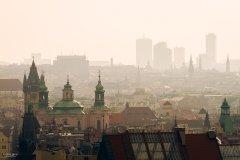 <h3>Stará Praha s novou</h3><p>Michal Jirák: 'Ten den byla horší viditelnost, ale na fotku se mi to hodilo, chtěl jsem vždycky mít na jedné fotce starou architekturu s novou v pozadí.'</p><hr /><a href='http://www.facebook.com/sharer.php?u=https://www.milujuprahu.cz/michal-ma-pevnou-ruku-do-mrazivych-noci/' target='_blank' title='Share this page on Facebook'><img src='https://www.milujuprahu.cz/wp-content/themes/twentyten/images/flike.png' /></a><a href='https://plusone.google.com/_/+1/confirm?hl=en&url=https://www.milujuprahu.cz/michal-ma-pevnou-ruku-do-mrazivych-noci/' target='_blank' title='Plus one this page on Google'><img src='https://www.milujuprahu.cz/wp-content/themes/twentyten/images/plusone.png' /></a><a href='http://www.pinterest.com/pin/create/button/?url=https://www.milujuprahu.cz&media=https://www.milujuprahu.cz/wp-content/uploads/2013/11/PRAHA_10.jpg&description=Next%20stop%3A%20Pinterest' data-pin-do='buttonPin' data-pin-config='beside' target='_blank'><img src='https://assets.pinterest.com/images/pidgets/pin_it_button.png' /></a>