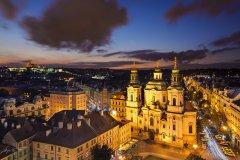 <h3>Kostel svatého Mikuláše</h3><p>Marek Kijevský: Fotografie vznikla při focení na Orloji, kde byl dav lidí, nicméně našel jsem si malé volné místečko a při silném větru zachytil chrám svatého Mikuláše na Starém Městě.</p><hr /><a href='http://www.facebook.com/sharer.php?u=https://www.milujuprahu.cz/marek-kijevsky-zabalil-prahu-do-modre/' target='_blank' title='Share this page on Facebook'><img src='https://www.milujuprahu.cz/wp-content/themes/twentyten/images/flike.png' /></a><a href='https://plusone.google.com/_/+1/confirm?hl=en&url=https://www.milujuprahu.cz/marek-kijevsky-zabalil-prahu-do-modre/' target='_blank' title='Plus one this page on Google'><img src='https://www.milujuprahu.cz/wp-content/themes/twentyten/images/plusone.png' /></a><a href='http://www.pinterest.com/pin/create/button/?url=https://www.milujuprahu.cz&media=https://www.milujuprahu.cz/wp-content/uploads/2013/11/St.-Nicholas-Church.jpg&description=Next%20stop%3A%20Pinterest' data-pin-do='buttonPin' data-pin-config='beside' target='_blank'><img src='https://assets.pinterest.com/images/pidgets/pin_it_button.png' /></a>