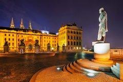 <h3>Prezident</h3><p>Marek Kijevský: Chtěl jsem se zachytit to, že TGM pořád drží ochrannou ruku nad Prahou a její dominantou Pražským hradem.</p><hr /><a href='http://www.facebook.com/sharer.php?u=https://www.milujuprahu.cz/marek-kijevsky-zabalil-prahu-do-modre/' target='_blank' title='Share this page on Facebook'><img src='https://www.milujuprahu.cz/wp-content/themes/twentyten/images/flike.png' /></a><a href='https://plusone.google.com/_/+1/confirm?hl=en&url=https://www.milujuprahu.cz/marek-kijevsky-zabalil-prahu-do-modre/' target='_blank' title='Plus one this page on Google'><img src='https://www.milujuprahu.cz/wp-content/themes/twentyten/images/plusone.png' /></a><a href='http://www.pinterest.com/pin/create/button/?url=https://www.milujuprahu.cz&media=https://www.milujuprahu.cz/wp-content/uploads/2013/11/The-President.jpg&description=Next%20stop%3A%20Pinterest' data-pin-do='buttonPin' data-pin-config='beside' target='_blank'><img src='https://assets.pinterest.com/images/pidgets/pin_it_button.png' /></a>