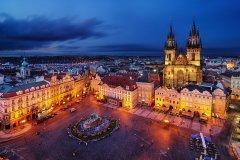 <h3>Týnský chrám</h3><p>Marek Kijevský: Foceno z věže nad Orlojem. Snažil jsem se zachytit rozlehlé, ne příliš zaplněné Staroměstské náměstí spolu s krásným nasvícením Týnského chrámu.</p><hr /><a href='http://www.facebook.com/sharer.php?u=https://www.milujuprahu.cz/marek-kijevsky-zabalil-prahu-do-modre/' target='_blank' title='Share this page on Facebook'><img src='https://www.milujuprahu.cz/wp-content/themes/twentyten/images/flike.png' /></a><a href='https://plusone.google.com/_/+1/confirm?hl=en&url=https://www.milujuprahu.cz/marek-kijevsky-zabalil-prahu-do-modre/' target='_blank' title='Plus one this page on Google'><img src='https://www.milujuprahu.cz/wp-content/themes/twentyten/images/plusone.png' /></a><a href='http://www.pinterest.com/pin/create/button/?url=https://www.milujuprahu.cz&media=https://www.milujuprahu.cz/wp-content/uploads/2013/11/Tynsky-chram.jpg&description=Next%20stop%3A%20Pinterest' data-pin-do='buttonPin' data-pin-config='beside' target='_blank'><img src='https://assets.pinterest.com/images/pidgets/pin_it_button.png' /></a>