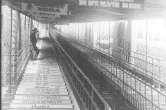 <h3>Jezdící schody na Letnou</h3><p>Lanovka na Letnou poprvé vjela 31. května 1891. Pražanům sloužila do listopadu 1916. O deset let později bylo v její trase uvedeno do provozu kryté pohyblivé schodiště, které si zahrálo i ve filmu Muži v offsidu.</p><hr /><a href='http://www.facebook.com/sharer.php?u=https://www.milujuprahu.cz/zapomenuta-lanovka-na-letnou/' target='_blank' title='Share this page on Facebook'><img src='https://www.milujuprahu.cz/wp-content/themes/twentyten/images/flike.png' /></a><a href='https://plusone.google.com/_/+1/confirm?hl=en&url=https://www.milujuprahu.cz/zapomenuta-lanovka-na-letnou/' target='_blank' title='Plus one this page on Google'><img src='https://www.milujuprahu.cz/wp-content/themes/twentyten/images/plusone.png' /></a><a href='http://www.pinterest.com/pin/create/button/?url=https://www.milujuprahu.cz&media=https://www.milujuprahu.cz/wp-content/uploads/2013/11/schody.jpg&description=Next%20stop%3A%20Pinterest' data-pin-do='buttonPin' data-pin-config='beside' target='_blank'><img src='https://assets.pinterest.com/images/pidgets/pin_it_button.png' /></a>