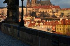 <h3>Na Karlově mostě</h3><p>Na Štědrý den ráno vyfotila Jana Ježková</p><hr /><a href='http://www.facebook.com/sharer.php?u=https://www.milujuprahu.cz/probouzeni-do-stedreho-dne-jany-jezkove/' target='_blank' title='Share this page on Facebook'><img src='https://www.milujuprahu.cz/wp-content/themes/twentyten/images/flike.png' /></a><a href='https://plusone.google.com/_/+1/confirm?hl=en&url=https://www.milujuprahu.cz/probouzeni-do-stedreho-dne-jany-jezkove/' target='_blank' title='Plus one this page on Google'><img src='https://www.milujuprahu.cz/wp-content/themes/twentyten/images/plusone.png' /></a><a href='http://www.pinterest.com/pin/create/button/?url=https://www.milujuprahu.cz&media=https://www.milujuprahu.cz/wp-content/uploads/2013/12/DSC_1675.jpg&description=Next%20stop%3A%20Pinterest' data-pin-do='buttonPin' data-pin-config='beside' target='_blank'><img src='https://assets.pinterest.com/images/pidgets/pin_it_button.png' /></a>