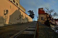 <h3>Ku Hradu</h3><p>Na Štědrý den ráno vyfotila Jana Ježková</p><hr /><a href='http://www.facebook.com/sharer.php?u=https://www.milujuprahu.cz/probouzeni-do-stedreho-dne-jany-jezkove/' target='_blank' title='Share this page on Facebook'><img src='https://www.milujuprahu.cz/wp-content/themes/twentyten/images/flike.png' /></a><a href='https://plusone.google.com/_/+1/confirm?hl=en&url=https://www.milujuprahu.cz/probouzeni-do-stedreho-dne-jany-jezkove/' target='_blank' title='Plus one this page on Google'><img src='https://www.milujuprahu.cz/wp-content/themes/twentyten/images/plusone.png' /></a><a href='http://www.pinterest.com/pin/create/button/?url=https://www.milujuprahu.cz&media=https://www.milujuprahu.cz/wp-content/uploads/2013/12/DSC_1729.jpg&description=Next%20stop%3A%20Pinterest' data-pin-do='buttonPin' data-pin-config='beside' target='_blank'><img src='https://assets.pinterest.com/images/pidgets/pin_it_button.png' /></a>